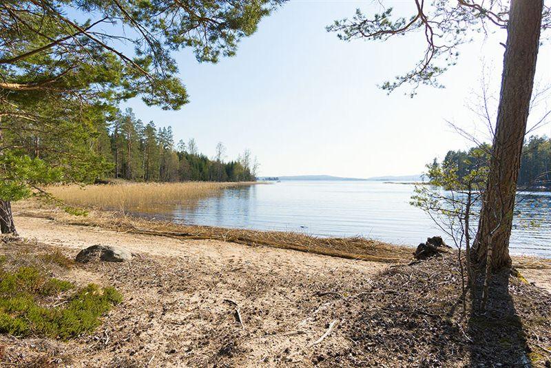 Badestrand-Sandstrand-Strand-See-Foxen-Stora-le-Badestelle-Ferienhaus-Sand-Sonnen-Entspannung