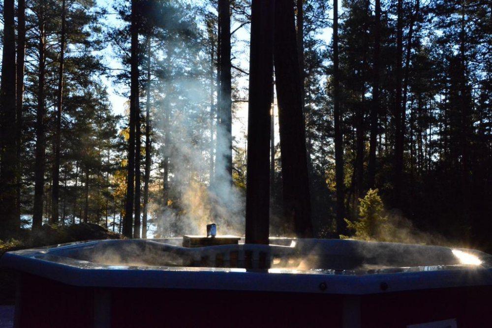 Hot-Tub-Whirlpool-Wald-Natur-Ruhe-Entspannung-Relax-Natururlaub