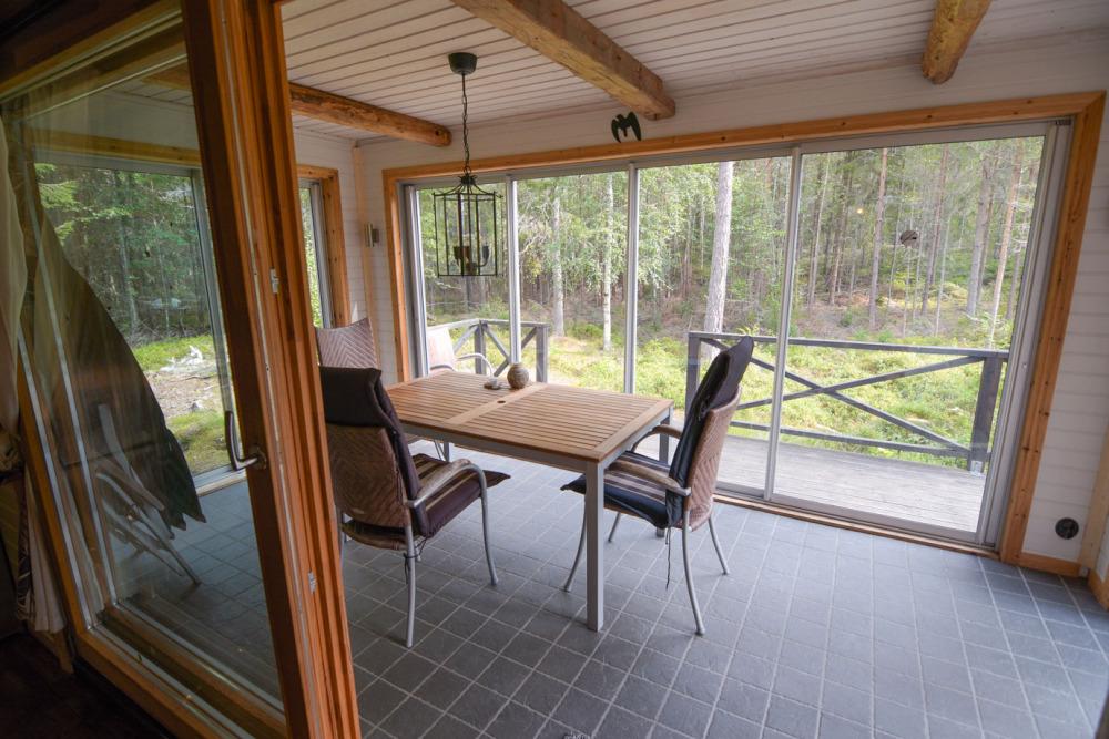 wintergarten-foxen-schweden-ausblick-natur-erlebniss-entspannung-ruhe-ferienhaus