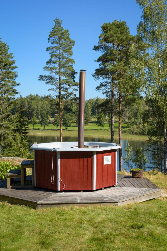 ferienhaus-foxen-resort-see-schweden-hot-tub-whirlpool-seeblick-natururlaub-angeln