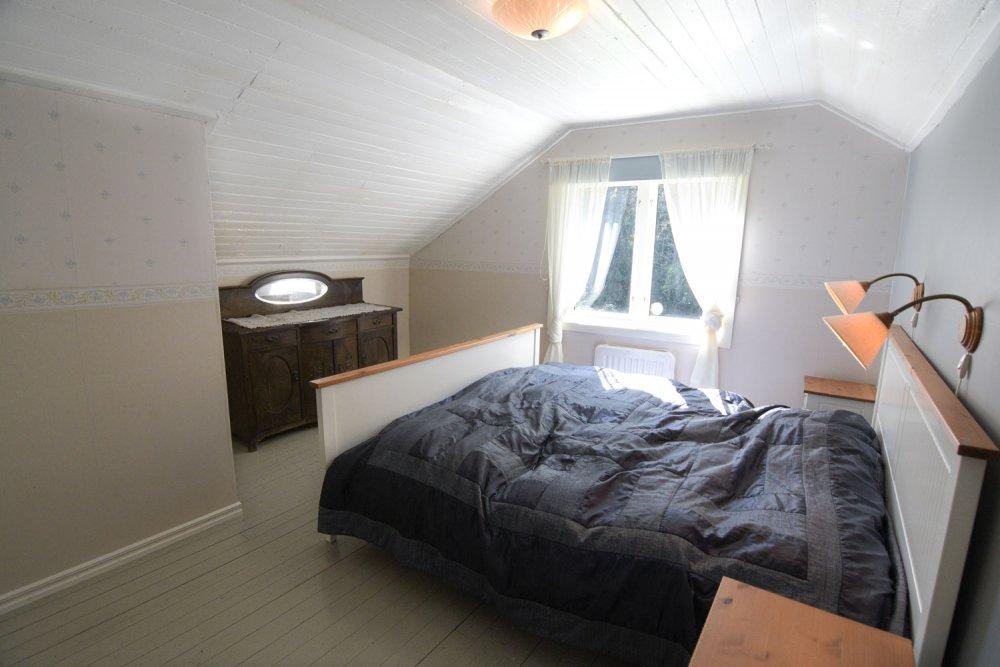 schlafzimmer-gross-tapete-muster-schweden